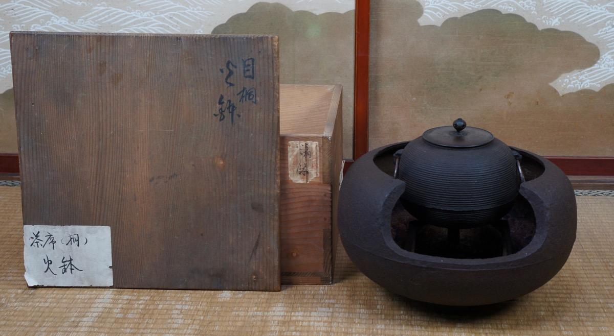 Antique Japanese Furo and Marugama kettle Tea Ceremony iron bronze ...